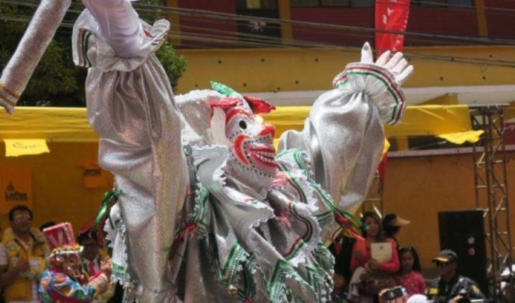 """La Paz se prepara para el carnaval con el desentierro del """"pepino"""""""