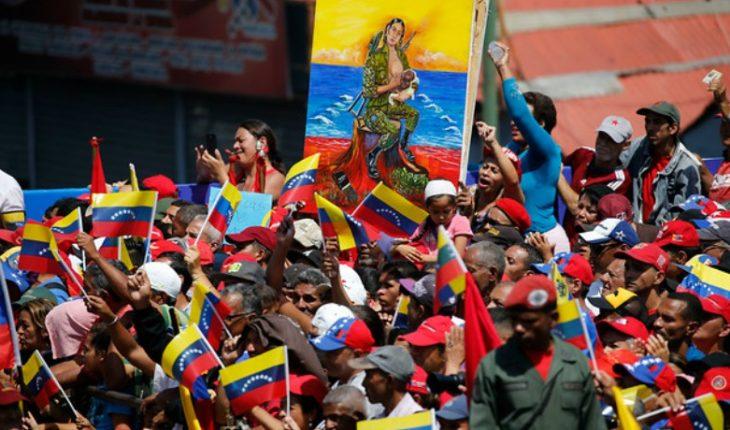 """Maduro pidió a militares """"evitar que Venezuela se convierta en una estrella de la bandera gringa"""""""