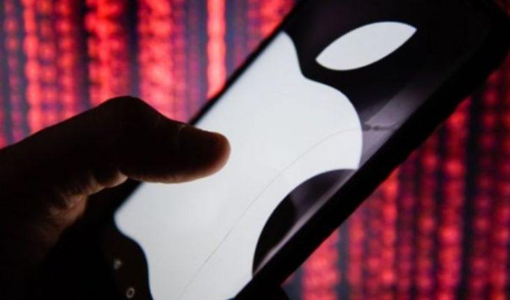 """Por qué decenas de miles de personas apoyan una demanda contra Apple """"sin precedentes"""" en Chile"""