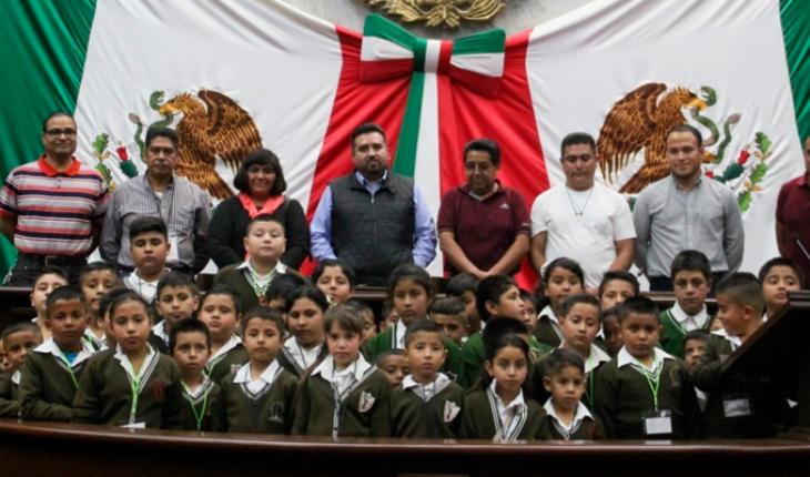 """Presentan libro """"Mi Constitución, Poesía Cívica""""; Erik Juárez encabeza evento"""
