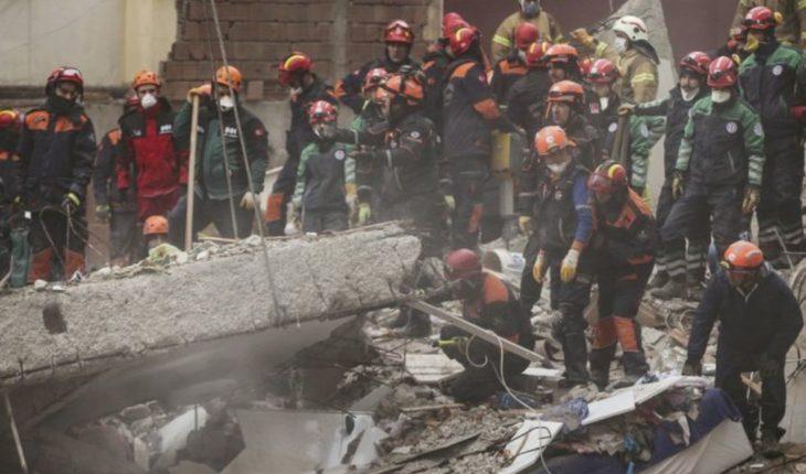 Sube a 11 cifra de víctimas de derrumbe en Estambul