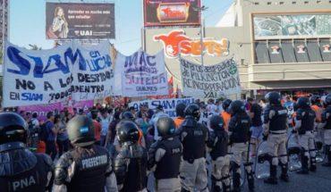 Trabajadores de Siam protestan en el Puente Pueyrredón