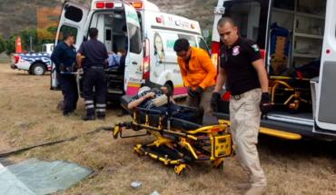 Un muerto y siete heridos en accidente de autobús en la carretera Morelia-Salamanca
