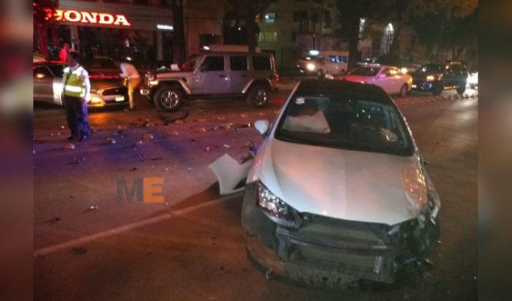 Una persona herida en choque de tres autos sobre la Avenida Camelinas de Morelia
