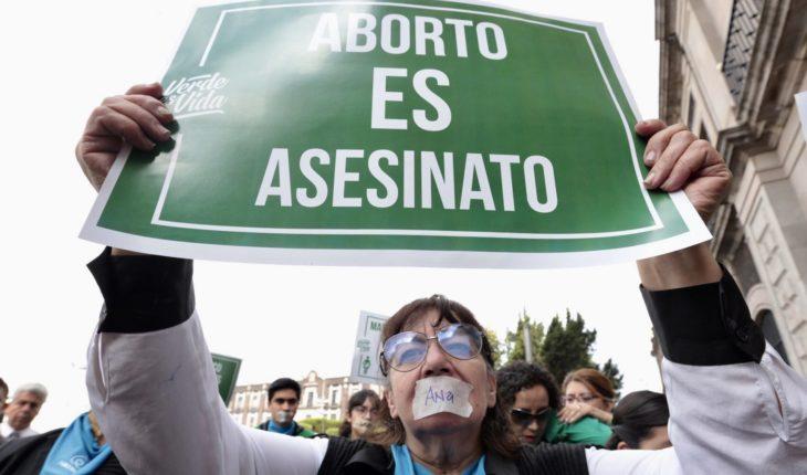 Anti-abortion groups demand Senate protection of life and the family; will not impose religious criteria, responds Ortiz Pinchetti