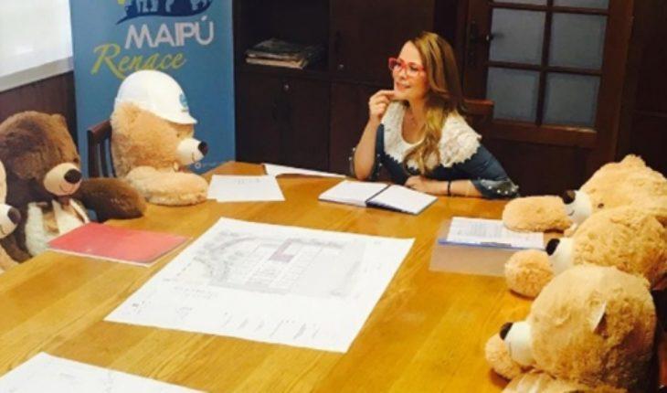 Contraloría investigará compra de peluches por parte de la alcaldesa Cathy Barriga