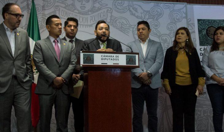 Coordinador y ocho diputados renuncian al PRD