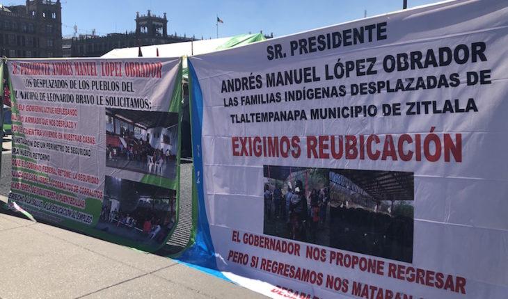 Desplazados esperan en Palacio Nacional audiencia con AMLO