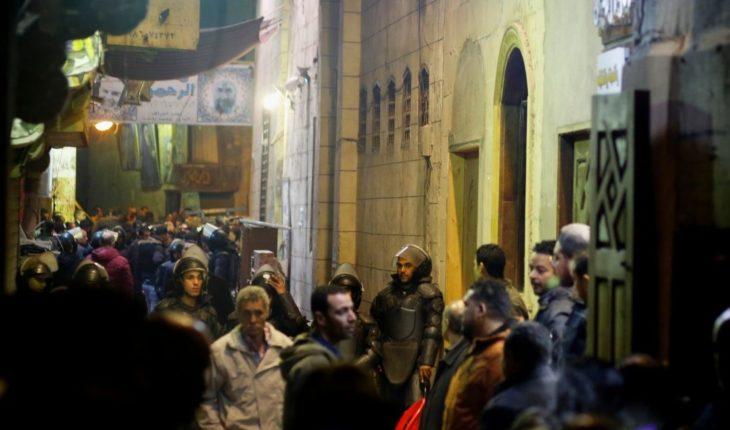 Dos policías mueren por explosión en la Cairo