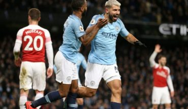 England divided by Aguero: is the best foreigner of history?