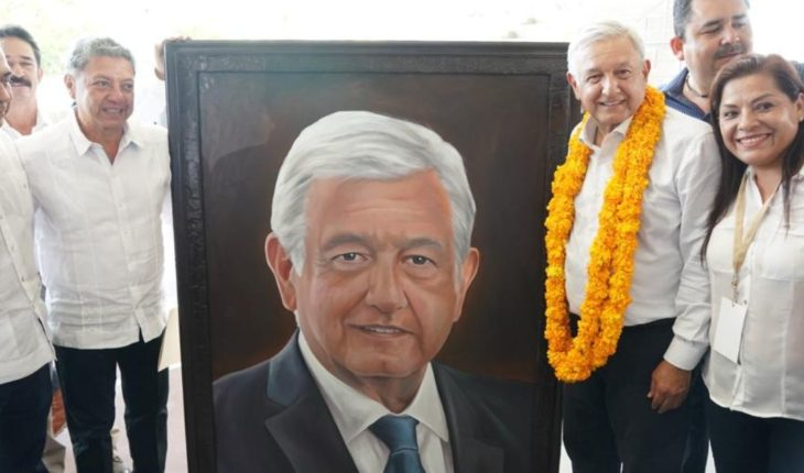 Even receives AMLO great gift