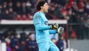 Guillermo Ochoa celebra 15 años de su debut con victoria del Standard