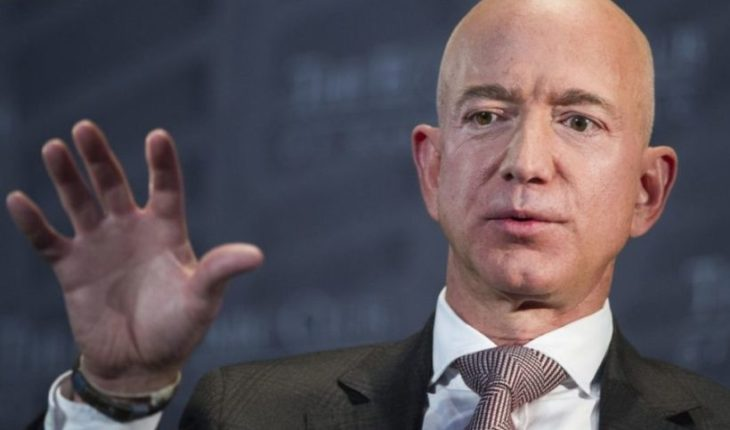 Jeff Bezos blamed journal associated with Trump's blackmailing him with intimate photos with her lover