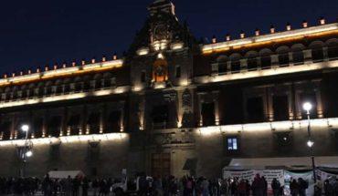 Maestros del CNTE protestan frente al Palacio Nacional