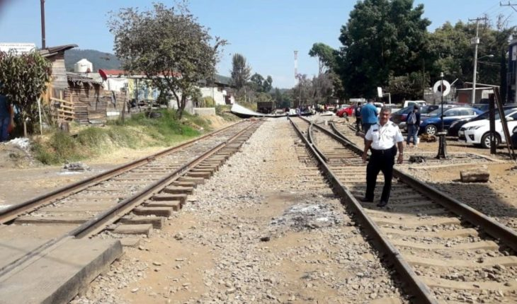 Masters of the CNTE release railways of Michoacán