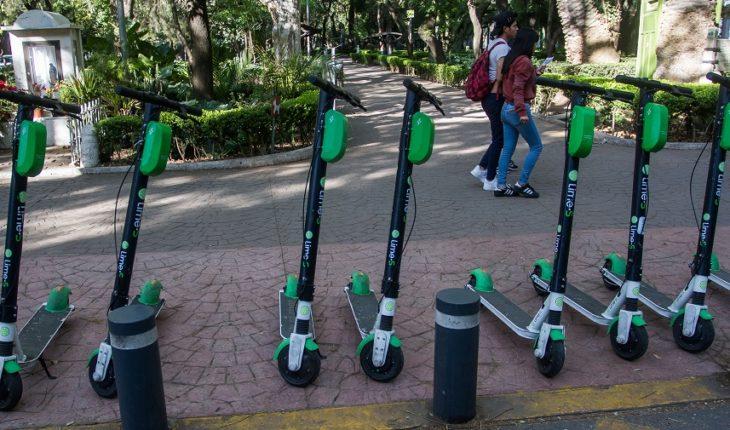 Run over to skateboarding on Avenida Chapultepec user