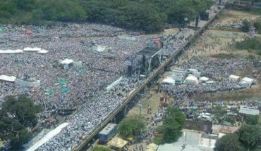 Una multitud en el recital Venezuela Aid Live, en la frontera colombiana