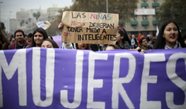 University of Chile opens registration for course online and free envelope feminism
