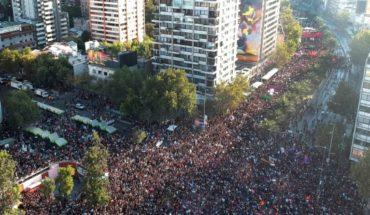 ¡Desbordante!: movilización feminista concentra a varios cientos de miles de personas en Santiago y regiones