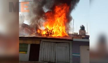 Bomberos Zitácuaro rescata a tres niños y dos ancianitos de un incendio de casa