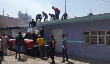 Bomberos de Zitácuaro salvan a una familia tras incendio en su hogar