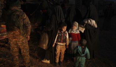Cientos de personas evacúan último reducto de EI en Siria