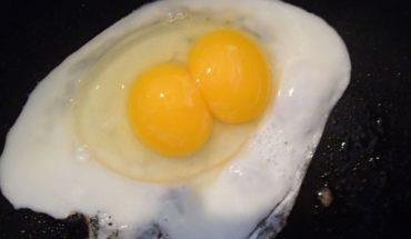 Comer dos huevos al día podría aumentar riesgo de desarrollar enfermedad cardiaca