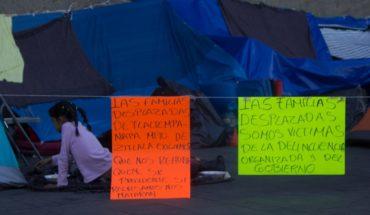 Desplazados de Guerrero cumplen 14 días frente a Palacio Nacional