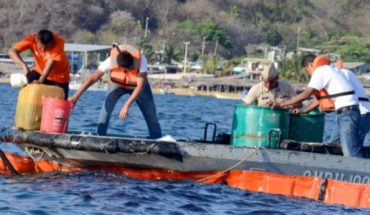 Embarcación provocó derrame de diesel en mar de Acapulco