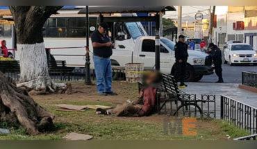 Encuentran muerto a un hombre con aspecto de indigente, en la Plaza de Los Robles, en Zamora, Michoacán