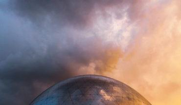 Los cambios estructurales de la globalización. La Géode en París (Francia). Foto: Behzad Ghaffarian (Unsplash).