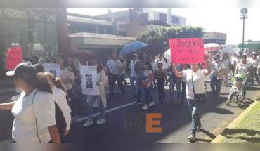 Marchan para exigir justicia familiares de Jennifer, víctima de feminicidio, en Uruapan, Michoacán