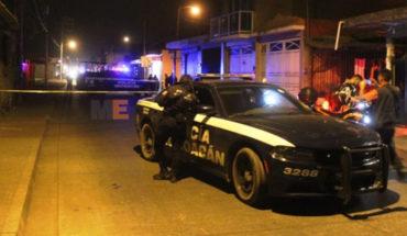Muere acribillado conductor de auto, en la agresión otro hombre también muere por balas perdidas, en Uruapan, Michoacán