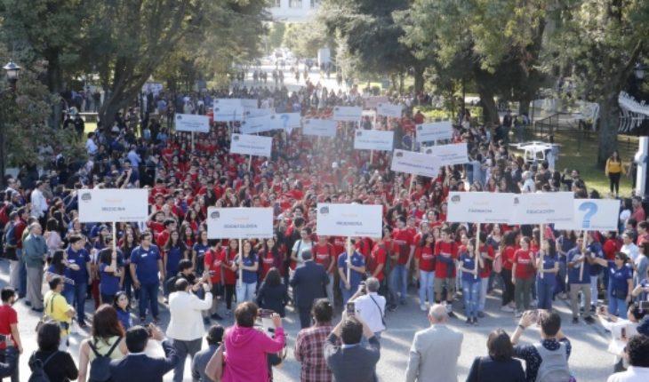 """Realizan histórica recepción a la """"Generación Centenario"""" de prestigiosa universidad en Concepción"""