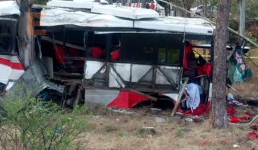Un muerto y 26 heridos en accidente de camión de pasajeros en la carretera Morelia-Pátzcuaro