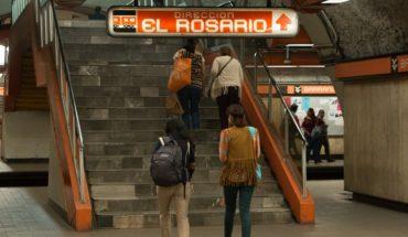 Ante fallas, cargan a personas con discapacidad en el Metro