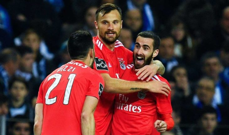 Benfica defeats to Porto and is the new leader of Portugal