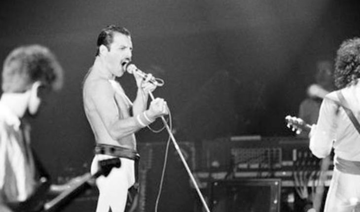 Death of Mike Grose, original bassist of the band Queen