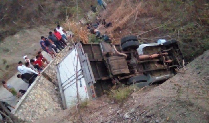 Die 25 Central American migrants in tip-over