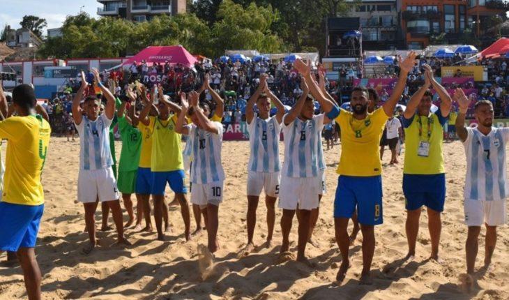 Fútbol Playa: Argentina cayó 8 a 1 ante Brasil y se quedó con la plata