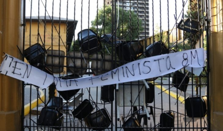 Feminist decision of the Faculty of architecture of the University of Chile squares off with the strike of the 8M