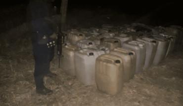 Hallan dos mil litros de gasolina en carretera de Oaxaca