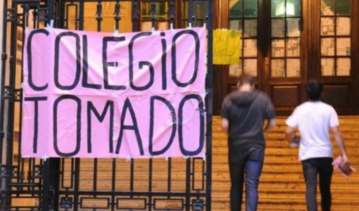 translated from Spanish: High school students reject the imputation