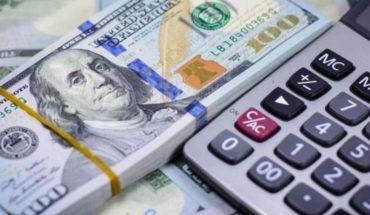 Otra vez volátil, el dólar cerró en alza y cotiza a $43