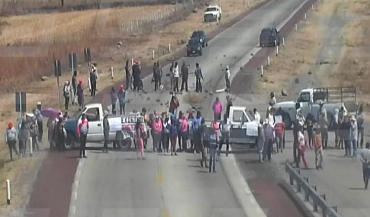 They protest in Morelos Highway death of Samir Flores