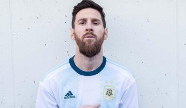 Tunden a Messi en redes por presentación del uniforme de Argentina