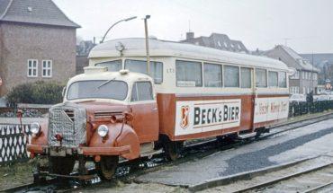 """Un camión que se """"vistió"""" de tren en una isla de Europa"""