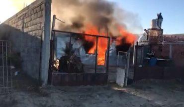 Vecinos mataron al padre de un presunto violador e incendiaron su casa