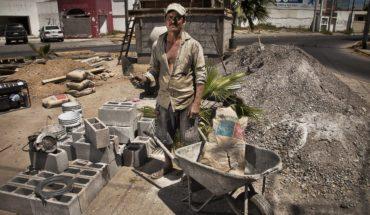 80% de los mexicanos trabaja sin contrato, sin seguridad social y con bajos salarios