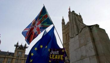 Banderas cerca del Parlamento de Westminster (Londres). Foto: ChiralJon (CC BY 2.0)